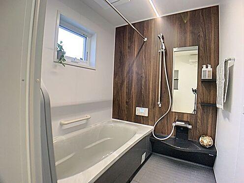 新築一戸建て-西尾市住崎2丁目 浴室は1坪以上と、毎日の疲れを癒すのに十分な広さです。