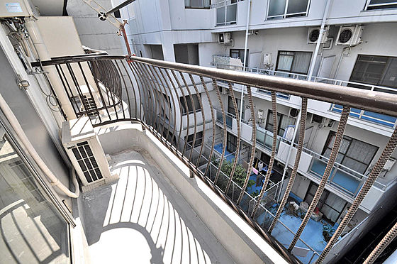 マンション(建物一部)-大阪市淀川区十三本町2丁目 とっても陽当りの良いベランダです。