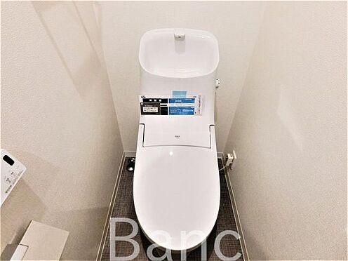 中古マンション-葛飾区水元1丁目 高機能システムトイレ壁面にリモコンが設置しているので操作も楽々です