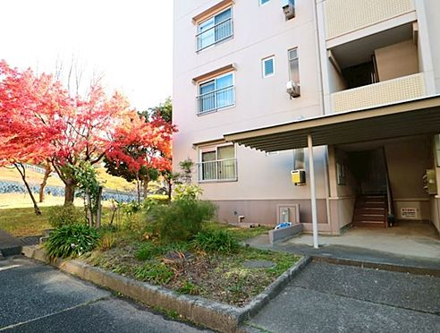 マンション(建物一部)-神戸市垂水区本多聞5丁目 緑豊かなエントランス