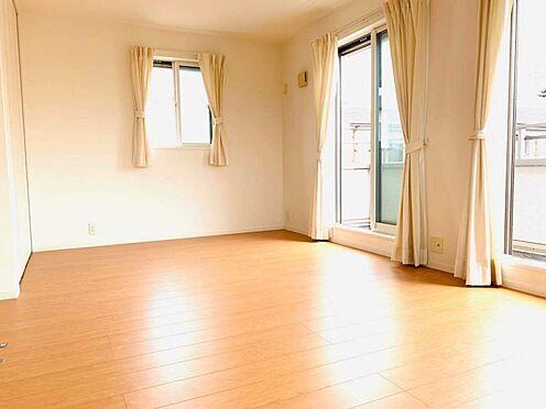 中古一戸建て-津島市百島町字居屋敷 バルコニー面した明るい洋室!