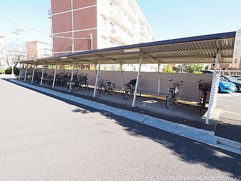 区分マンション-千葉市美浜区高浜4丁目 物件棟の横にある駐輪場です!