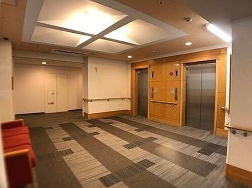 区分マンション-神戸市東灘区向洋町中3丁目 エレベーターが複数あるから混み合う時間帯も安心
