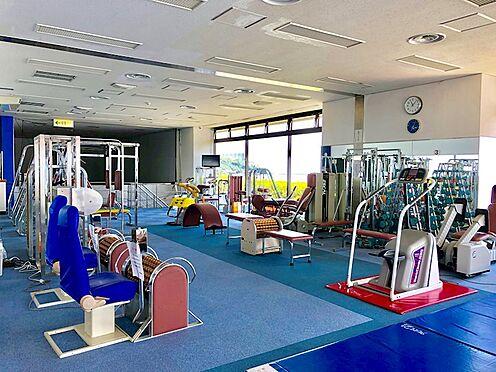 中古マンション-熱海市上多賀 多彩な器具が揃うアスレチックルーム。体力維持に是非ご活用ください。