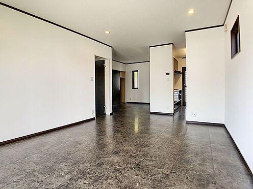 戸建賃貸-一宮市伝法寺3丁目 リビング続きのダイニングルームは少し奥まっているので使いやすいです。