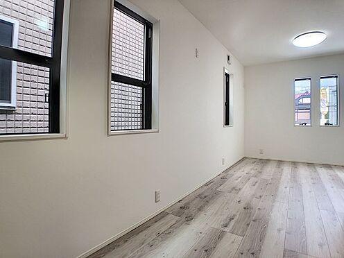 新築一戸建て-安城市城南町1丁目 お掃除もラクチンなフローリングのお部屋です