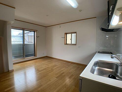 戸建賃貸-刈谷市一ツ木町清水田 忙しい朝もしっかり家族が揃って食事をして頂ける、ゆとりある大きさのダイニングスペースです。