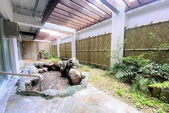 リゾートマンション-熱海市上多賀 露天風呂:岩風呂の露天風呂はまるで旅館のよう。