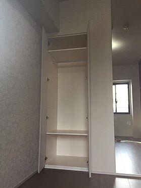 マンション(建物一部)-港区西新橋3丁目 洋服や小物をスッキリと整理することができます。