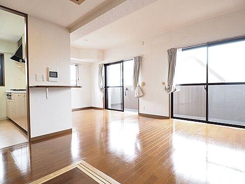 中古マンション-浦安市富士見5丁目 角部屋につき、リビングやキッチンなど窓がたくさんあって明るいお部屋です