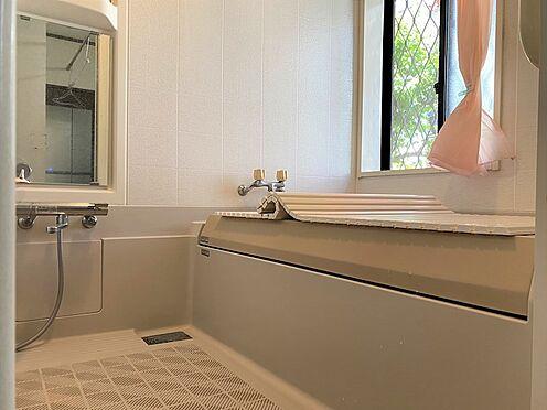 中古一戸建て-八王子市南陽台1丁目 大型サイズの浴室。