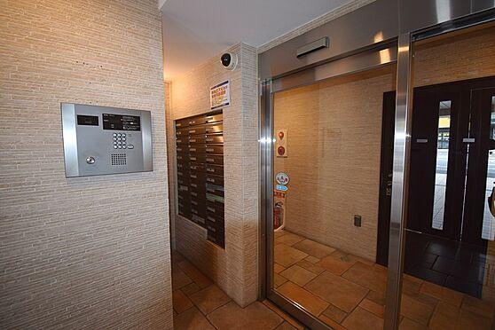 マンション(建物一部)-横浜市南区前里町3丁目 TVモニターフォン付きのオートロックなので、女性の一人暮らしでも防犯面も安心ですね。