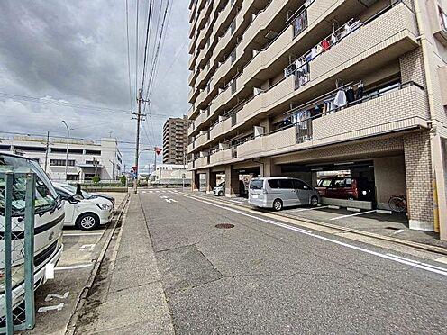 中古マンション-名古屋市中川区愛知町 前面道路からみる外観