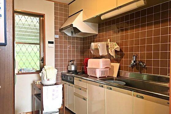 中古一戸建て-伊豆の国市奈古谷 キッチン周りの様子。建てた時から変えてあるのは水栓レバーと給湯器です。