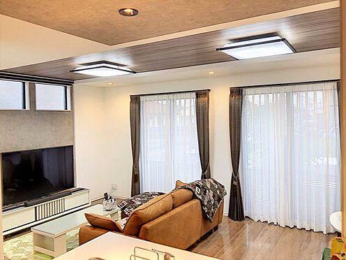 戸建賃貸-江南市高屋町十六田 折上天井がお洒落な雰囲気を演出しています。
