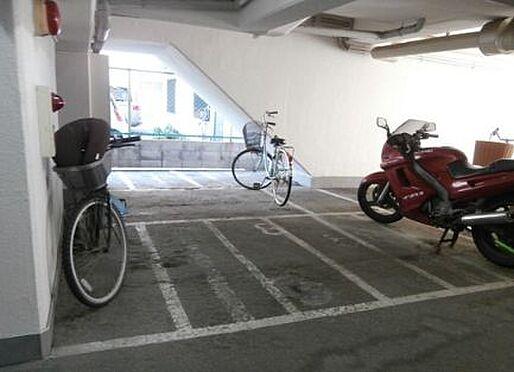 マンション(建物一部)-神戸市兵庫区三川口町2丁目 屋根のある駐輪場・バイク置場あり