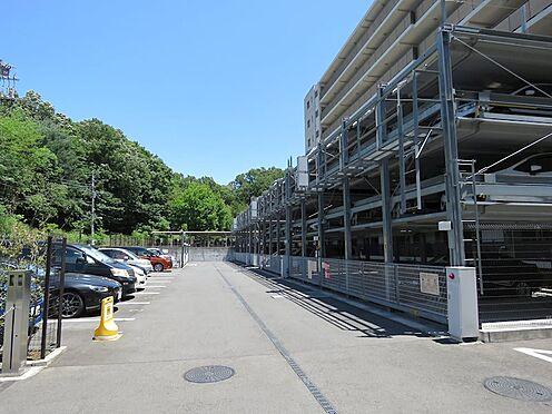 中古マンション-町田市小山ヶ丘4丁目 駐車場にはカーシェアリングの車もあります。