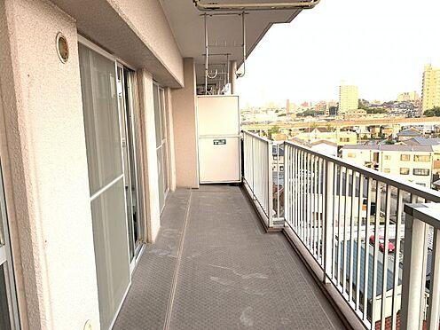 中古マンション-名古屋市守山区金屋2丁目 広々とした南向きのバルコニーは日当たり良好で洗濯物もしっかりと乾かすことができます。