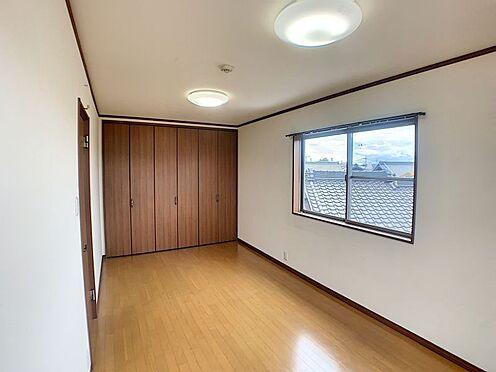 戸建賃貸-西尾市山下町西八幡山 2階3部屋の洋室は全居室が8帖以上です♪広々した空間でお過ごしいただけるのもうれしいポイント☆