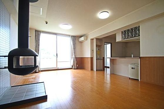 中古マンション-田方郡函南町平井 空室、即入居可能な暖炉付きのお部屋です。