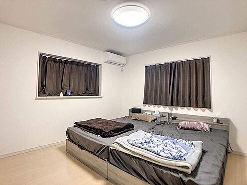 戸建賃貸-みよし市莇生町南池ノ上 二階の全居室は全て6帖以上で二面採光なので、明るく、ゆとりのある空間です。