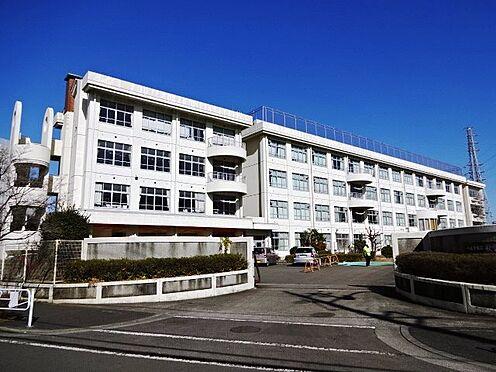 中古マンション-八王子市別所2丁目 マンション敷地に隣接する秋葉台小学校