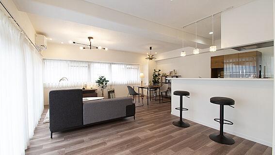 中古マンション-岡山市北区弓之町 リビングダイニング 掲載中の家具等は販売価格に含まれません。
