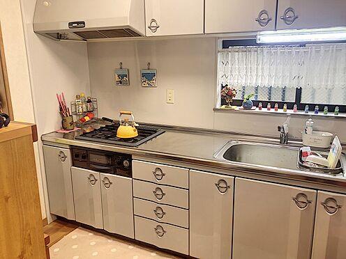 戸建賃貸-岡崎市井田町字西田 3口コンロのキッチンで、お料理の幅が広がります♪