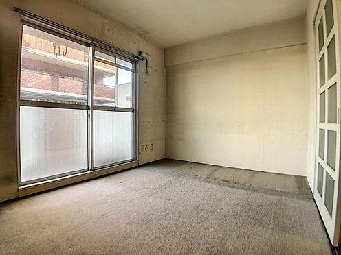 区分マンション-福岡市中央区港3丁目 リビング横の洋室です。