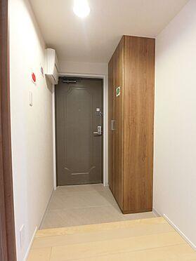 中古マンション-新潟市中央区南出来島2丁目 トールタイプシューズクロゼットがついた玄関