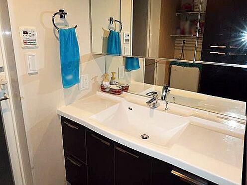 中古マンション-多摩市乞田 お掃除しやすい洗面化粧台。収納力もあります