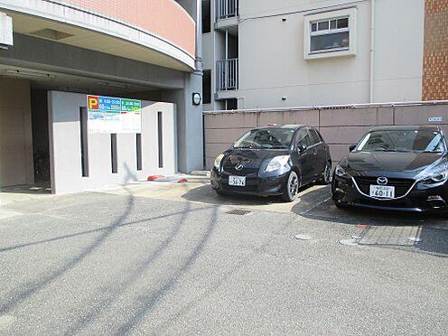 マンション(建物一部)-福岡市中央区荒戸1丁目 駐車場の3台中2台はコインパーキングになっています。