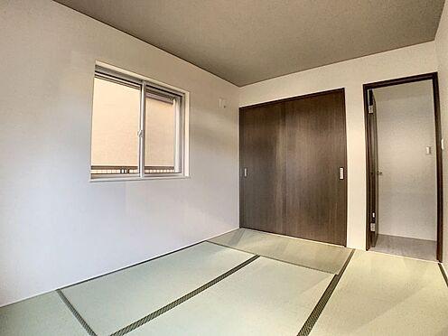新築一戸建て-名古屋市守山区天子田1丁目 キッチンの北側に和室があり、客室としてもご利用いただけます。