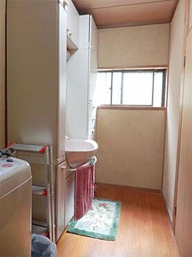 中古一戸建て-伊東市富戸 洗面所 収納スぺスがたっぷりの洗面化粧台です。