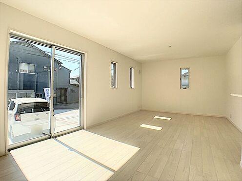 新築一戸建て-名古屋市守山区鳥羽見1丁目 大きな窓から明るい光が入ります