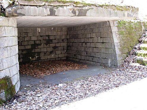 土地-北佐久郡軽井沢町大字長倉千ケ滝西区 こちら屋根付き駐車場です。屋根付きの駐車場なら大事な車も安心ですね。