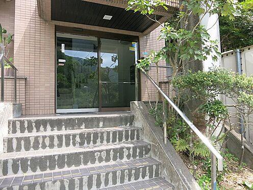 中古マンション-熱海市西熱海町2丁目 建物自体は階段及び段差があります。(エレベーターあり)