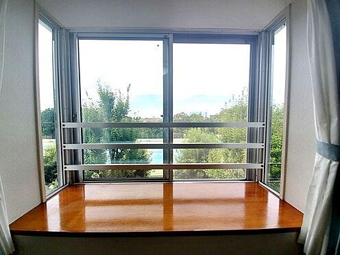 区分マンション-多摩市鶴牧4丁目 素敵な出窓からは素敵な景色が広がります。