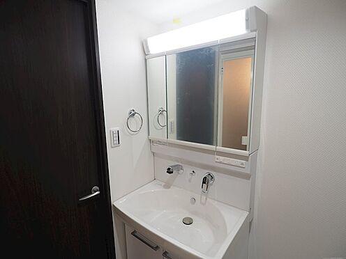 区分マンション-千葉市美浜区稲毛海岸4丁目 シャワー付き洗面化粧台です!