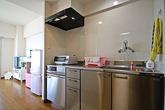 リゾートマンション-熱海市熱海 平成28年に床・壁等をリフォームし、その際にキッチンも入れ替えをしています。
