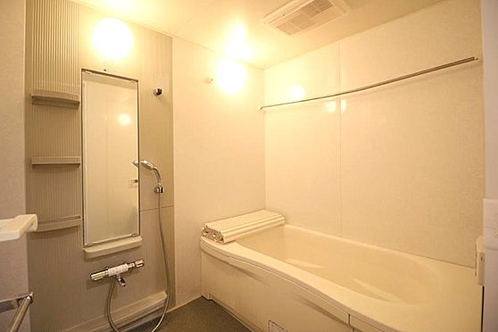 中古マンション-八王子市別所1丁目 大きなお風呂。足を伸ばして一日の疲れを癒してください。