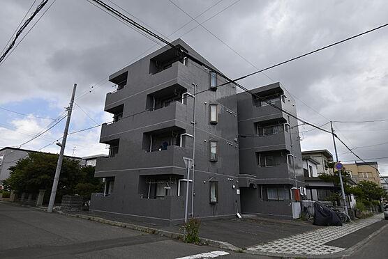 区分マンション-札幌市東区北二十三条東18丁目 南東側から見た外観写真