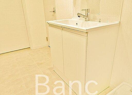 中古マンション-渋谷区幡ヶ谷1丁目 清潔感のある洗面台。