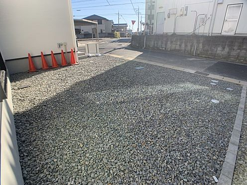 戸建賃貸-豊田市永覚新町1丁目 完成時の駐車場は砕石仕上げとなっておりますが無料でコンクリート打ちをさせて頂きます。