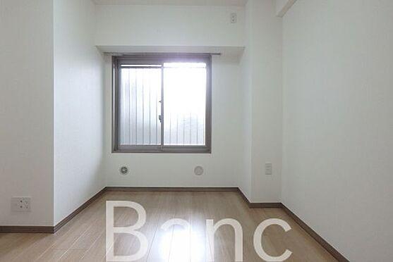 中古マンション-足立区南花畑3丁目 窓から日差しが差し込む明るいお部屋です。