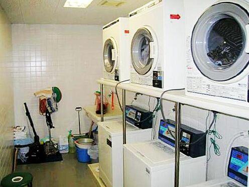 中古マンション-熱海市熱海 ランドリールームの様子です。リゾート利用の方には嬉しい設備です。ちょっとしたお洗濯に利用頂けます。