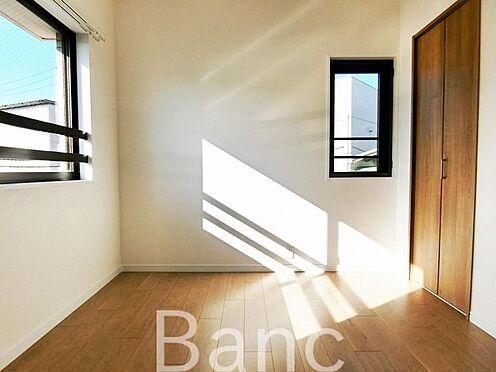中古マンション-足立区扇1丁目 日差しが差し込む明るいお部屋です お気軽にお問い合わせくださいませ。