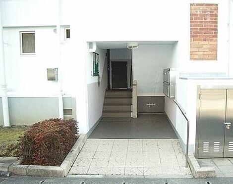 区分マンション-京都市南区吉祥院石原南町 エントランスも綺麗に清掃されています。