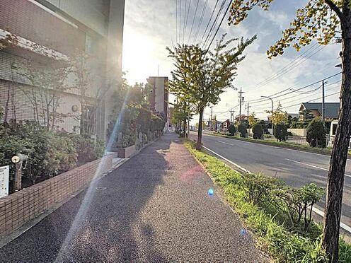 区分マンション-名古屋市中川区助光2丁目 前道路は整備された歩道になっております。