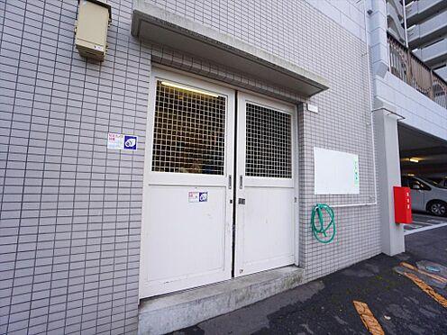 中古マンション-仙台市泉区七北田字八乙女 敷地内には共用のゴミ捨て場があります。防犯カメラ付きです。